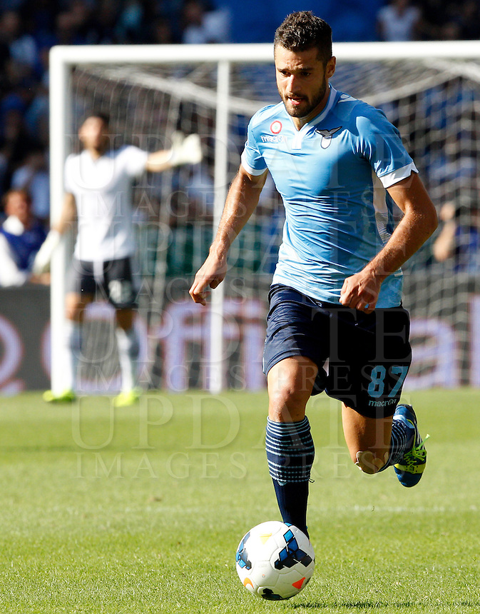 Calcio, Serie A: Roma vs Lazio. Roma, stadio Olimpico, 22 settembre 2013.<br /> Lazio midfielder Antonio Candreva in action during the Italian Serie A football match between AS Roma and Lazio, at Rome's Olympic stadium, 22 September 2013.<br /> UPDATE IMAGES PRESS/Riccardo De Luca