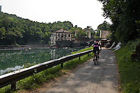 Pista ciclabile lungo il fiuma Adda a Paderno d'Adda..Bicycle path along Adda river, near a hydroelectric plant.