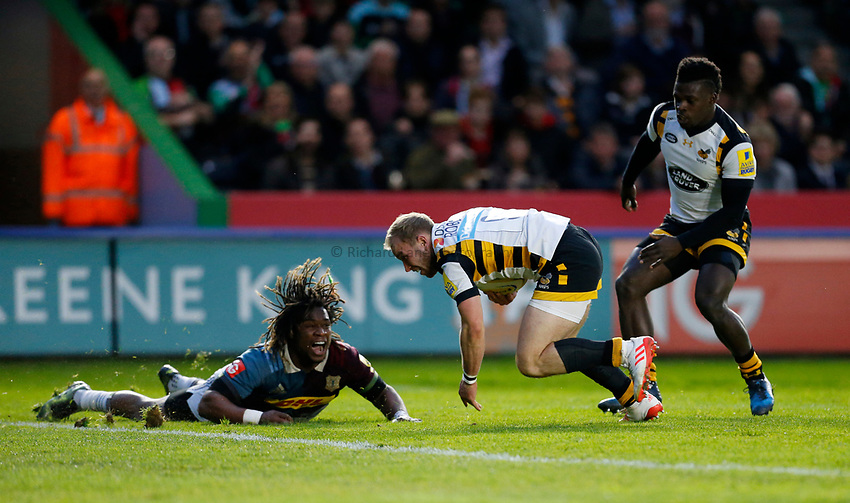 Photo: Richard Lane/Richard Lane Photography. Aviva Premiership. Harlequins v Wasps. 28/04/2017. Wasps' Dan Robson stumbles over the line for a try.