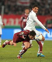FUSSBALL   DFB POKAL   SAISON 2011/2012   VIERTELFINALE VfB Stuttgart - FC Bayern Muenchen                      08.02.2012 Mario Gomez (hinten, FC Bayern Muenchen) gegen William Kvist (VfB Stuttgart)