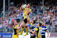 Phil Dowson of Worcester Warriors claims the ball in the air. Aviva Premiership match, between Bath Rugby and Worcester Warriors on September 17, 2016 at the Recreation Ground in Bath, England. Photo by: Patrick Khachfe / Onside Images
