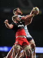George Kruis of Saracens competes with Darren Barry of Worcester Warriors for the ball at a lineout. Aviva Premiership match, between Saracens and Worcester Warriors on November 28, 2015 at Twickenham Stadium in London, England. Photo by: Patrick Khachfe / JMP