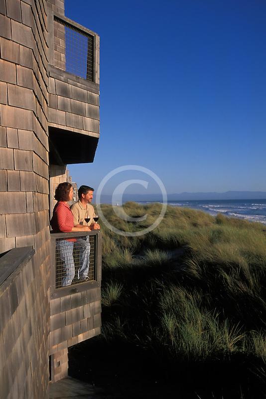 California, Santa Cruz County, Pajaro Dunes, Couple on balcony