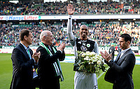 FUSSBALL   1. BUNDESLIGA   SAISON 2012/2013    30. SPIELTAG SV Werder Bremen - VfL Wolfsburg                          20.04.2013 Klaus Filbry, Klaus-Dieter Fischer und Thomas Eichin (v.l., alle Werder Bremen) verabschieden Naldo (3. vl., VfL Wolfsburg)