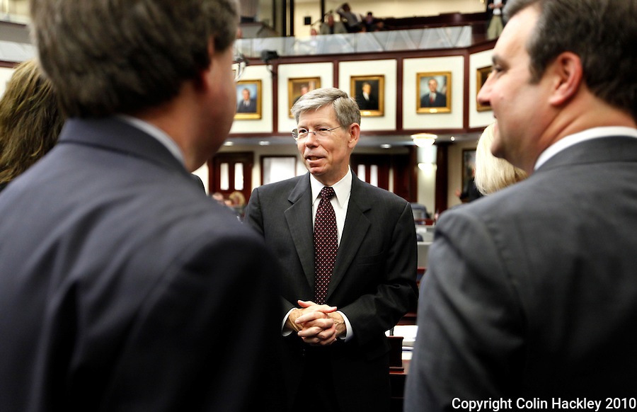 TALLAHASSEE, FLA. 4/30/10-McCOLLUM 43010 CH01-Attorney General Bill McCollum, center, talks with members of the House of Representatives during the final day of the 2010 legislative session at the Capitol in Tallahassee...COLIN HACKLEY PHOTO
