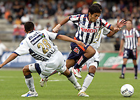 Mexico (26.02.2006) Monterrey Rayados midfielder Jose Gonzalez (C) jumps for the ball among UNAM Pumas defenders Raul Salinas (L) and Israel Castro during their soccer match at the Mexico City's University Stadium, February 26, 2006. UNAM tied 0-0 to Monterrey. © Photo by Javier Rodriguez