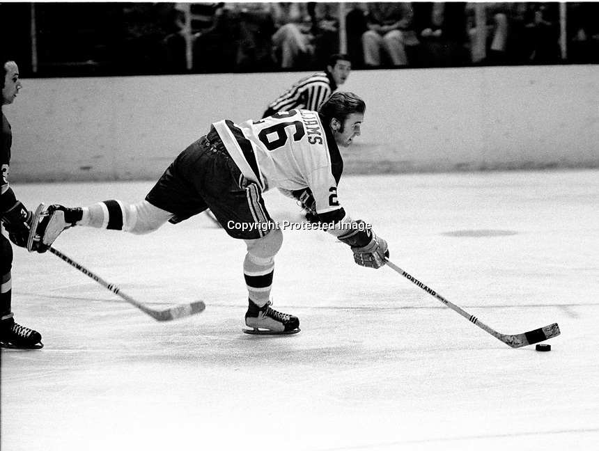 Seals Tommy Williams against the RedWings.1971 photo/RonRiesterer