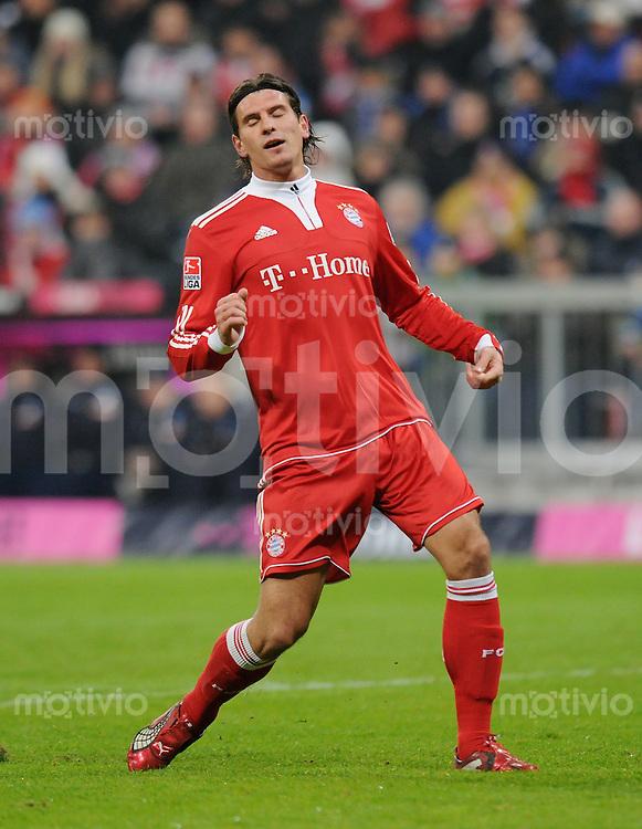 Fussball 1. Bundesliga   Saison   2009/2010  18. Spieltag  15.01.2010 FC Bayern Muenchen  - 1899 Hoffenheim Mario Gomez  (FCB) mit geschlossenen Augen