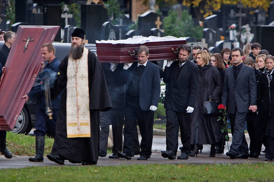 Moscow, Russia, 10/10/2006.Family and friends follow the coffin of Anna Politkovskaya, Novaya Gazyeta journalist murdered in an apparent contract killing believed to be connected with her work.