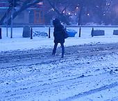 WARSAW, POLAND, FEBRUARY 2012:.Winter commuter in central Warsaw..(Photo by Piotr Malecki / Napo Images)..Luty 2012:.Wczesny poranek w centrum Warszawy. Okolo 500 tysiecy osob dojezdza codziennie z innych miast do pracy w Warszawie.  .Fot: Piotr Malecki / Napo Images.