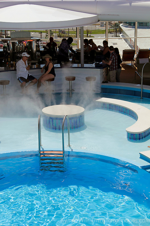 Disney Fantasy Cruise Adult Pool & Bar. Copyright: Mira Terra Images