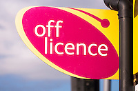 Off Licence Sign - Apr 2014.