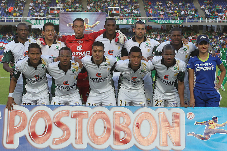 CALI -COLOMBIA-26-10-2013. Jugadores de  La Equidad posan para los fotografos previo al partido contra Deportivo Cali válido por la fecha 16 de la Liga Postobón II 2013 jugado en el estadio Pascual Guerrero de la ciudad de Cali./ La Equidad players pose to the photographers prior a match against Deportivo Cali valid for the 16th date of Postobon League II 2013 played at Pascual Guerrero stadium in  Cali city.Photo: VizzorImage/Juan C. Quintero/STR