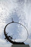 """Il molo sud. South Pier..Monumento Jonathan Livingston.Monument Jonathan Livingston..Galleria d'arte del molo sud.Raccolta delle opere in travertino realizzate durante le edizioni del Simposio Internazionale """"Scultura Viva"""". Manifestazione dove numerosi artisti provenienti da tutto il mondo con la loro creatività plasmano dagli scogli stupende sculture che abbelliscono la lunga passeggiata sul molo,chiamata """"la via di Jonathan Livingston"""".Art Gallery of South Pier.Collection of the travertine works made during the editions .International Symposium """" Alive Sculpture."""" Event where many artists, from around the world, create beautiful sculptures which adorn the long walk on the pier, call """"way of Jonathan Livingston"""" ..."""