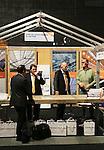Foto: VidiPhoto<br /> <br /> GORINCHEM - Bezoekers van de zogenoemde Tuinbouw Relatiedagen in Gorinchem. De Tuinbouw Relatiedagen zijn dinsdag van start gegaan. Drie dagen lang tonen enkele honderden kwekers, telers en toeleveranciers hun nieuwste producten en systemen. De beurs is gericht op ondernemers en is een van de grootste op dit gebied. De Tuinbouw Relatiedagen duren tot en met donderdag.