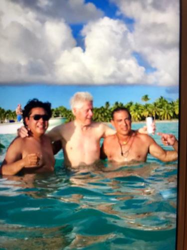 Bill Clinton con Ricardo Cheaz y George Nader