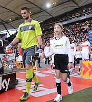 FUSSBALL   1. BUNDESLIGA  SAISON 2012/2013   9. Spieltag   VfB Stuttgart - Eintracht Frankfurt      28.10.2012 Torwart Sven Ulreich (VfB Stuttgart) mit Einlaufkind
