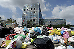 Rifiuti a Roma, cassonetti pieni e immondizia in strada