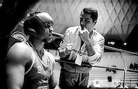 Roma  .Incontro  di boxe dilettanti.I consigli del  maestro Eugenio Agnuzzi al pugile Domenico Spada