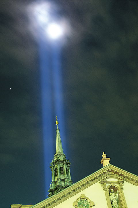 New York, Saint Paul's Chapel, build 1766, with Memorial Lights for victims of attack on the World Trade Center in Manhattan, These United States page 116