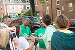 President and First Lady McDavis greet parents and students on move- in day. Photo by Ben Siegel