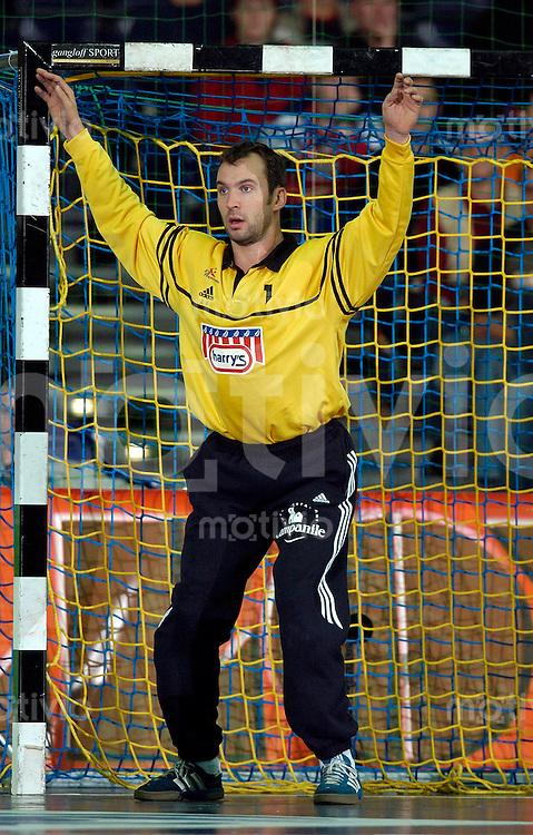 Handball Herren, Laenderspiel, Nationalmannschaften, Super-Cup 2003 Arena Leipzig (Germany) Frankreich - Spanien Torwart Thierry Omeyer (Frankreich)