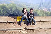 Esquerra republicana de Catalunya partito politico nazionalista catalano   due bambini seduti