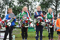 FIERLJEPPEN: GRIJPSKERK: 05-09-2015, NK Fierljeppen voor jeugd, winnaars v.l.n.r. Roy Velis - Benschop (jongens tot 10 jaar), Suzanne Mulder - Vlist (meisjes tot 10 jaar), Rutger Haanstra - It Heidenskip (jongens 11-12 jaar), Pytrix Westra - Bergum (meisjes 11-12 jaar), ©foto Martin de Jong