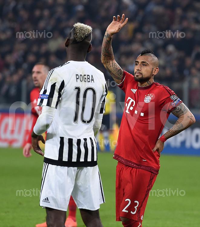FUSSBALL CHAMPIONS LEAGUE  SAISON 2015/2016 ACHTELFINAL HINSPIEL Juventus Turin - FC Bayern Muenchen             23.02.2016 Arturo Vidal (re, FC Bayern Muenchen) und Paul Pogba (li, Juventus Turin)