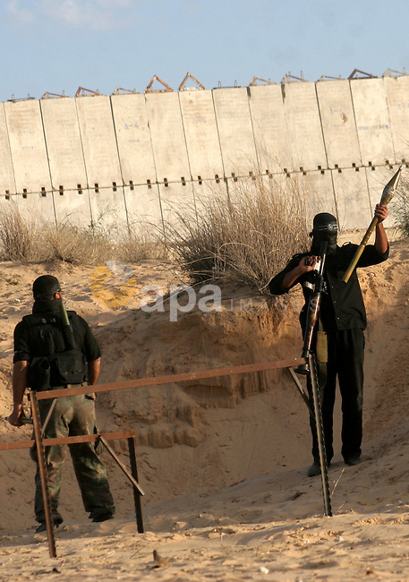 Palestinian militants from the Popular Resistance Committees training in the southern Gaza Strip town of Khan Yunis on December 21, 2009. Photo By Ashraf Amra