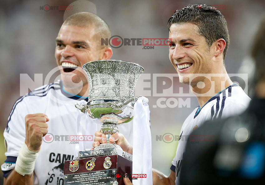 Real Madrid's Pepe and Cristiano Ronaldo celebrate with trophy after Super Cup match. August 29, 2012. (ALTERPHOTOS/Alvaro Hernandez). /NortePhoto.com<br />