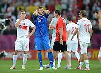 FUSSBALL  EUROPAMEISTERSCHAFT 2012   VORRUNDE Tschechien - Polen               16.06.2012 Enttaeuschung nach dem Abpfif: Lukasz Piszczek (li) Torwart Przemyslaw Tyton (Mitte) und Rafal Murawski (re, alle Polen)