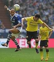 FUSSBALL   1. BUNDESLIGA   SAISON 2011/2012   31. SPIELTAG FC Schalke 04 - Borussia Dortmund                      14.04.2012 Jermaine Jones (li, FC Schalke 04) gegen Ilkay Guendogan (re, Borussia Dortmund)