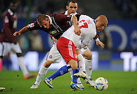 FUSSBALL   1. BUNDESLIGA   SAISON 2011/2012    11. SPIELTAG Hamburger SV - 1. FC Kaiserslautern                          30.10.2011 Pierre DE WITT (li, Kaiserslautern) gegen Goekhan TOERE (re, Hamburg)