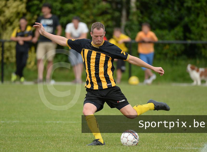 SKV Zwevezele : Jurgen Dewaele <br /> Foto VDB / Bart Vandenbroucke