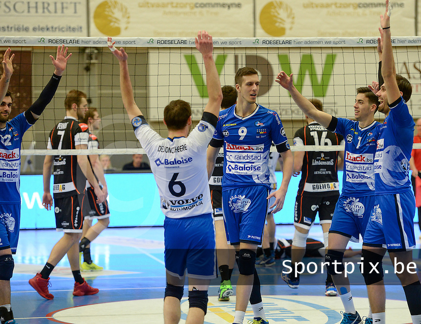 20161228 - ROESELARE ,  BELGIUM : Roeselare pictured celebrating with Arno Van De Velde (9) during the second semi final in the Belgian Volley Cup between Knack Volley Roeselare and Lindemans Aalst in Roeselare , Belgium , Wednesday 28 th December 2016 . PHOTO SPORTPIX.BE | DAVID CATRY