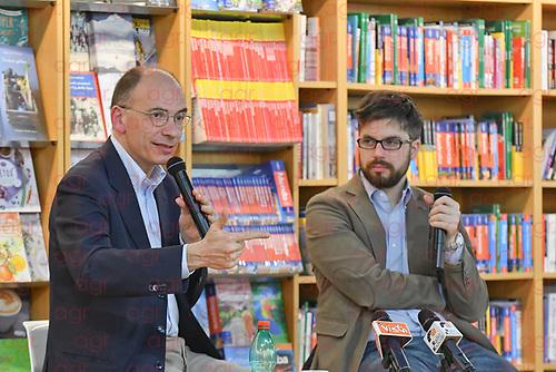 """Enrico Letta, presentazione del libro""""Contro venti e maree"""" Le edizioni del Mulino, con Stefano Feltri. LIBRERIA NUOVA EUROPA I GRANAI"""