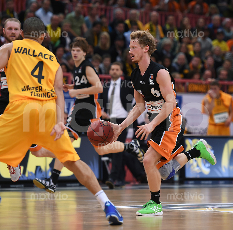 BEKO Basketball 1. Bundesliga 2014/2015  8. Spieltag Walter Tigers Tuebingen - ratiopharm Ulm        09.11.2014 Per Guenther (Ulm) am Ball