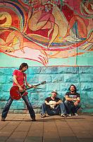 groupe rock les respectable en shooting sur la rue prince artur a montreal