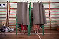 Scenes of Chile´s national election in Santiago , Sunday, where righ wing billionaire Sebastian Pinera got 44 percent of the votes but will have to face ruling coalition candidate Eduardo Frei in a runof.