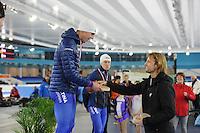 SCHAATSEN: HEERENVEEN: 03-02-2017, KPN NK Junioren, Junioren A Heren, winnaar 500m, Niek Deelstra ontvangt zijn prijs uit handen van Michel Mulder, ©foto Martin de Jong