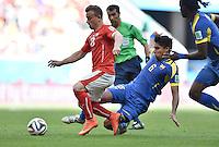 FUSSBALL WM 2014  VORRUNDE    Gruppe D     Schweiz - Ecuador                      15.06.2014 Xherdan Shaqiri (li, Schweiz) gegen Christian Noboa (re, Ecuador)