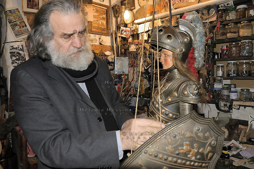 Mimmo Cuticchio working on one of his puppet in his workshop..Mimmo Cuticchio al lavoro nel suo laboratorio