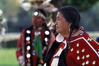 Nativo Americano LAKOTA SIOUX con il costume tradizionale.LAKOTA SIOUX native American wearing traditional clothing