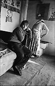 THE STANESCU HOUSEHOLDS. SINTESTI. ROMANIA. NOVEMBER 1996..©JEREMY SUTTON-HIBBERT 2000..TEL. /FAX.+44-141-649-2912..TEL. +44-7831-138817.