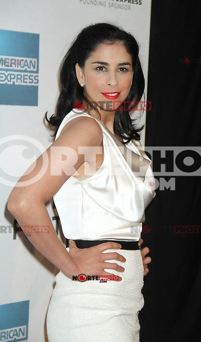 April 22, 2012 Sarah Silverman asiste al estreno de Take This Waltz en el Festival de Cine de Tribeca en el 2012 BMCC/TPACAMC en Nueva York.<br /> Foto:&copy;*RW/*Mediapunch/NortePhoto.com*)<br /> **SOLO*VENTA*EN*MEXICO*