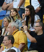 FUSSBALL  EUROPAMEISTERSCHAFT 2012   VORRUNDE Deutschland - Portugal          09.06.2012 Cathy Fischer (li, Freundin von Mats Hummels) und die Freundin von Marcel Schmelzer Anika (re)