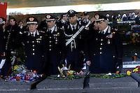 Roma, 24 Marzo 2013.Commemorazione per il 69° anniversario dell'eccidio delle Fosse Ardeatine,compiuto a Roma dalle truppe di occupazione della Germania nazista il 24 marzo 1944, furono uccisi, 335 civili e militari italiani. Il Generale di Corpo d'Armata Leonardo Gallitelli rende omaggio ai carabinieri uccisi alle Fosse Ardeatine.