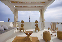 In the cool of the evening the roof terrace of the hotel Dar Chez Inez is a haven of tranquillity
