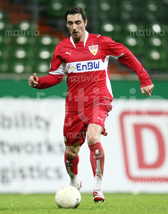 FUSSBALL     1. BUNDESLIGA/DFB POKAL     SAISON 2007/2008 Roberto HILBERT (VfB Stuttgart), Einzelaktion am Ball